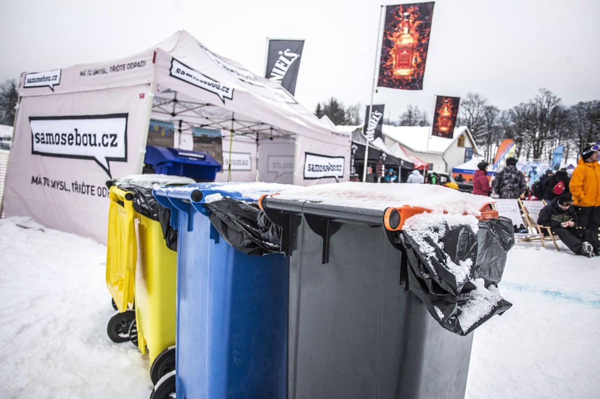 kontejnery_papir_plast_smesny_odpad_samosebou_stan