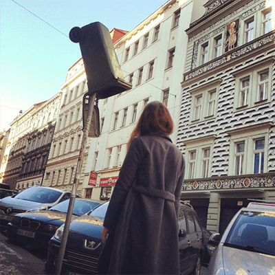 praha_ulice_kontejner_smesny_odpad_samosebou