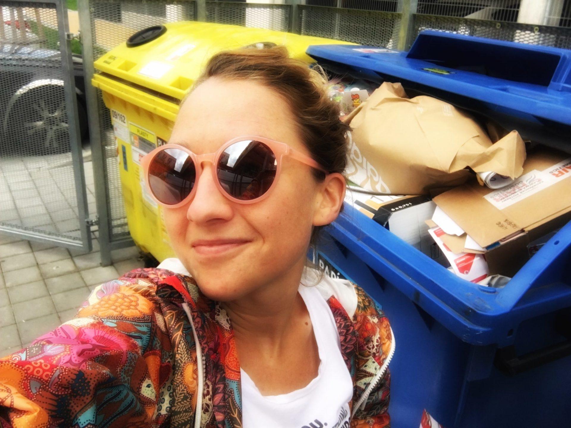 tereza_tobiasova_recyklacelebrity_recyklace_samosebou_kontejnery_plast_papir