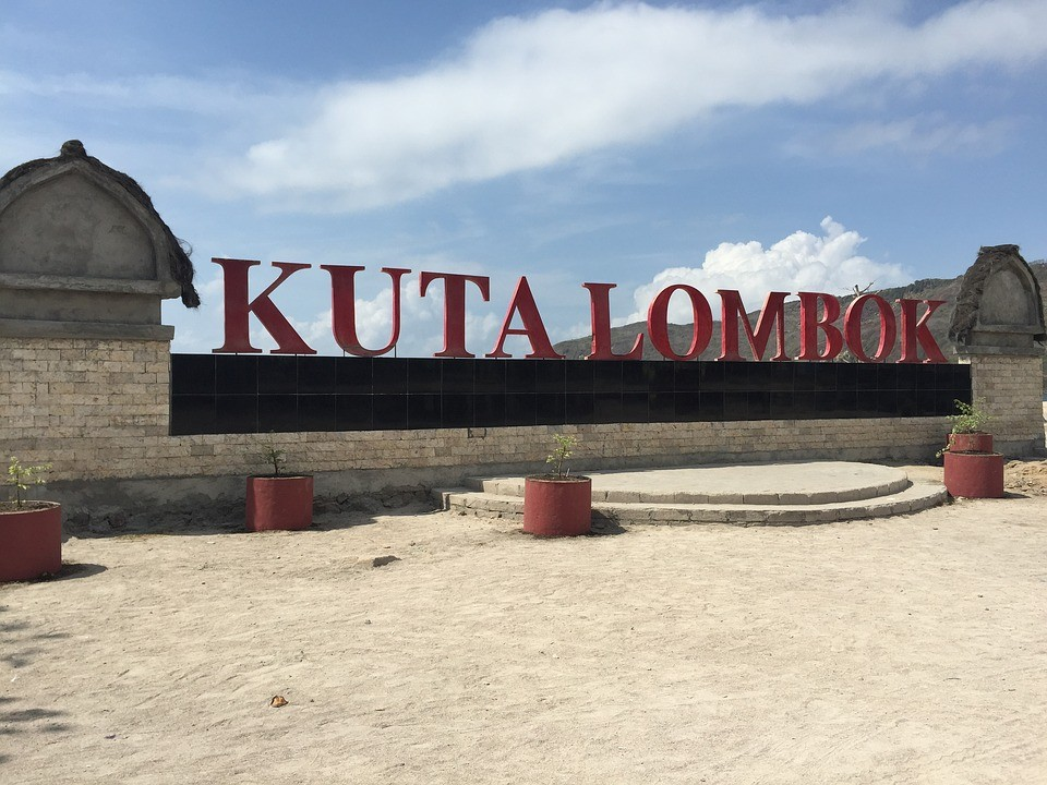 kuta_lombok_trideni_odpadu_samosebou