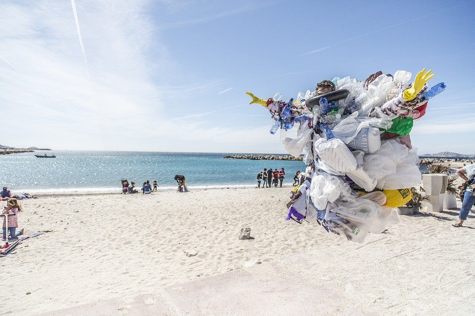 plastovy_odpad_na_plazi