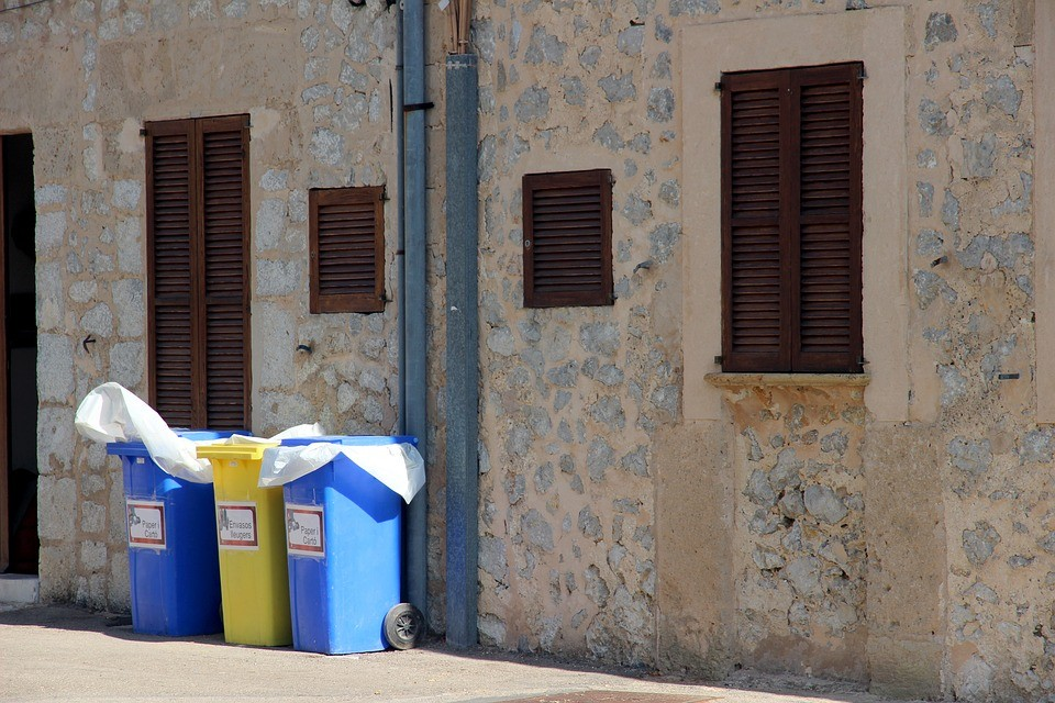 kontejnery_trideni_odpad_papir_plast