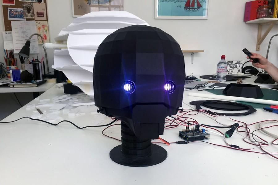 robot_papir_hlava_karton