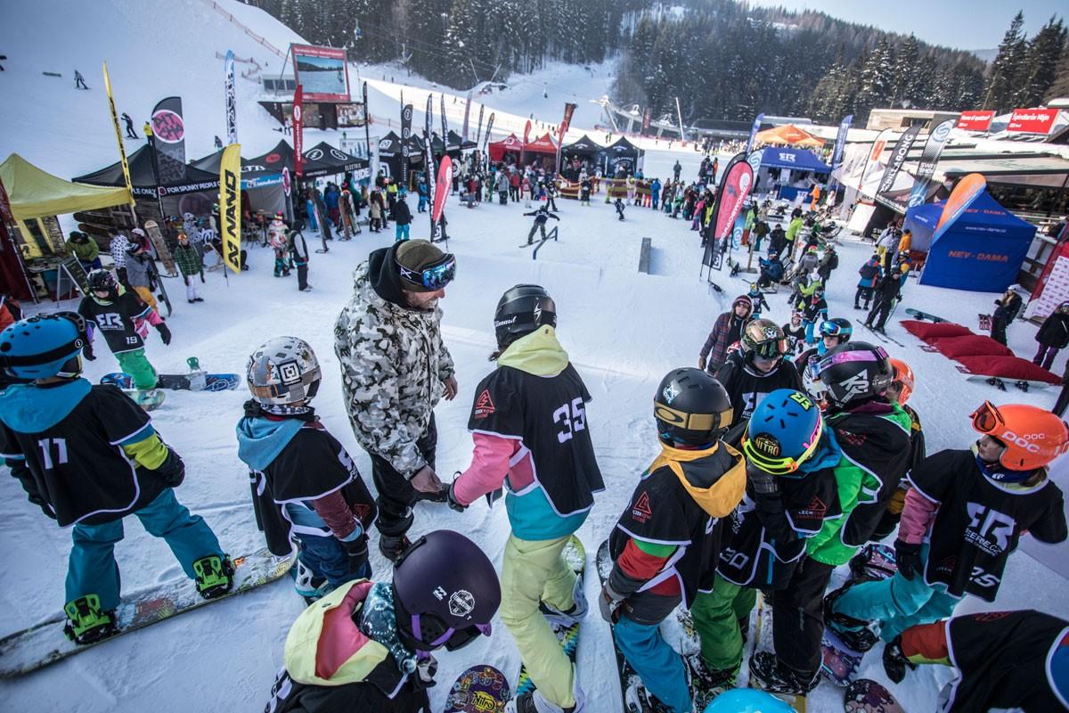 justride_spindleruv_mlyn_samosebou_deti_sneh_zima_snowboard