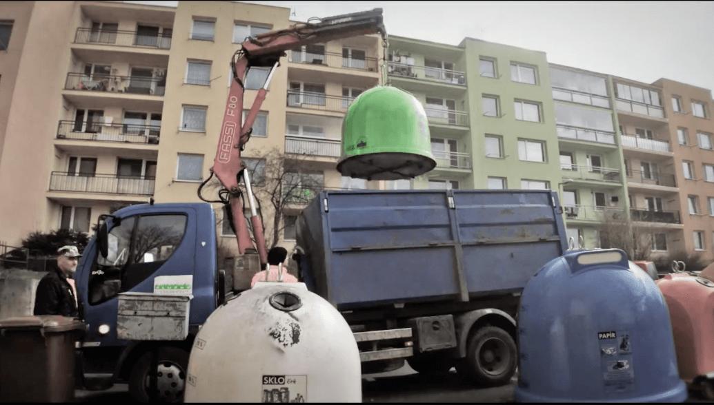 svoz_popelnice_sklo_kontejner_trideni_zeleny_bily_zvon