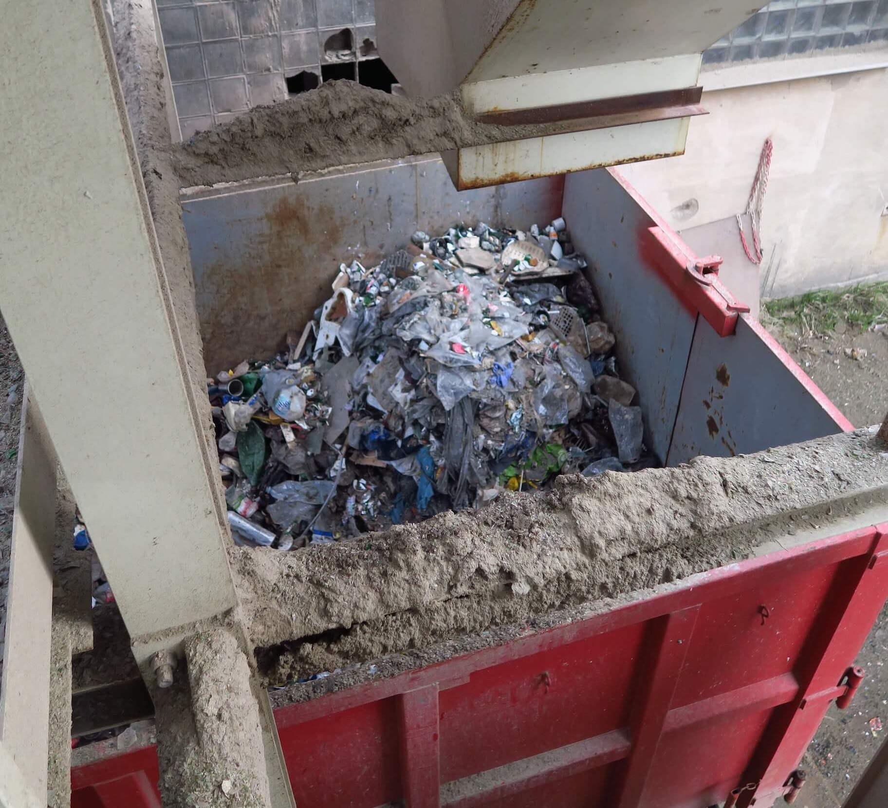 dotridene_sklo_trideni_recyklace_recyklacni_proces_hrube_necistoty