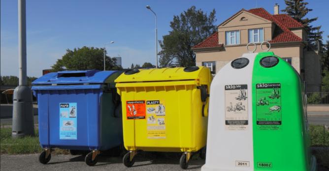 trideni_sklo_barevne_bile_lahev_kontejner
