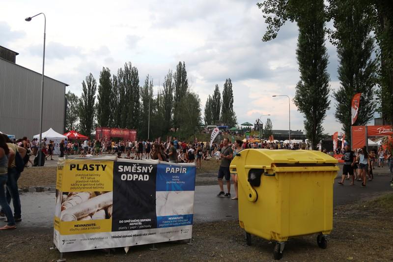 festivaly_trideni_samosebou_odpad_popelnice