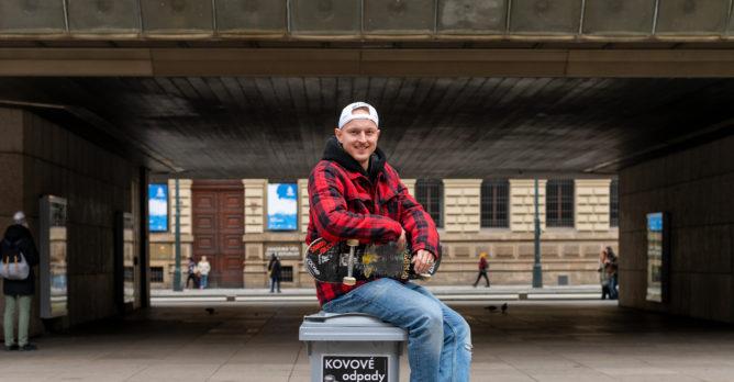 martin_pek_rozhovor_skate_sedy_kontejner_kovy