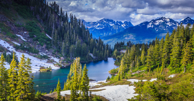 narodni_park_usa_priroda_hory_reka_stromy