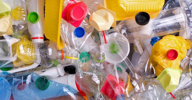 plasty_plastovy_odpad_pet_lahve_vicka_kelimky