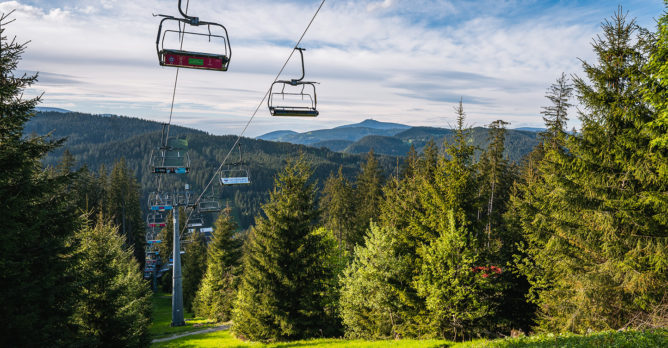 lanovka_skiareal_cistou_prirodou_hory
