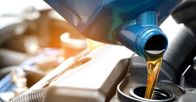 palivo_benzin_motor_ekonovinky_srpen